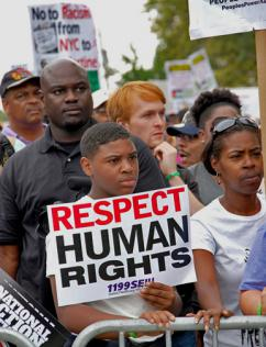 New Yorkers march against police violence in Staten Island (Thomas Altfather Good)
