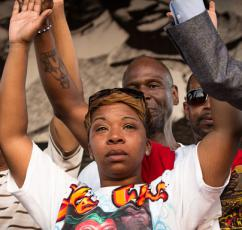Mike Brown's mother, Lesley McFadden, mourning her son's death (Brett Myers | Youth Radio)