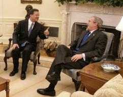 Dominican Republic President Leonel Fernández meets with George Bush in the White House