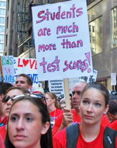 Striking Chicago teachers stand public schools being turned into testing factories (Carole Ramsden | SW)