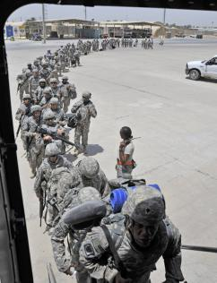 A battalion of U.S. soldiers boards a plane leaving Baghdad (Perry Aston)