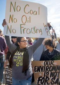 Marching against tar sands production and pipelines in Asheville, N.C. (Will Wysong)