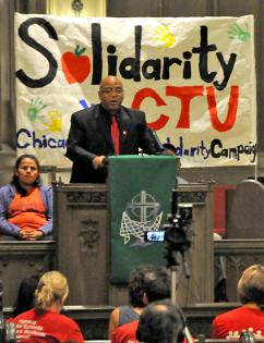 CTU Recording Secretary Michael Brunson speaks out for quality public schools at a town hall forum (Justin Bianchi)