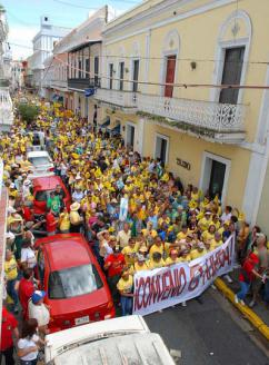 Teachers and their supporters march through the streets of San Juan during the February 2008 strike (Indymedia)
