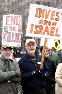 Protesting Israel's deadly assault on Gaza in Seattle (Robert Friend Weber Whitlock)
