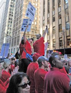Tens of thousands of Chicago teachers and supporters rallied at the Board of Education building (Mario Cardenas | SW)