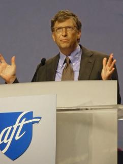 Bill Gates addressing the AFT convention in Seattle (Lee Sustar | SW)