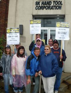 Workers at SK Hand Tools hit the picket line to defend their health care benefits (Lee Sustar | SW)