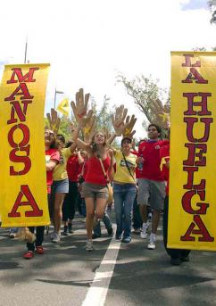 Part of a national march in support of the 2008 teachers' strike  (Puerto Rico Indymedia)