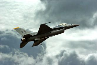 A U.S. F-16 fighter jet (Paul Hocksenar)
