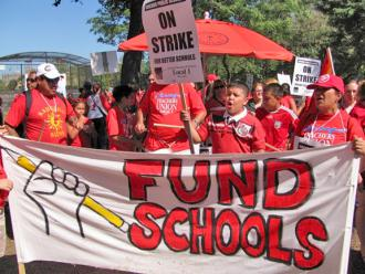 Teachers and students rally and march in a show of support for the CTU&#039;s fight for a fair contract (Elizabeth Schulte | SW)