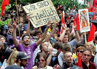 Thousands of activists came to Frankfurt for a second annual Blockupy protest (Strassenstriche)