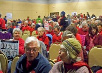 Activists pack an auditorium for the public hearing on the proposed coal terminal (Portland Indymedia)
