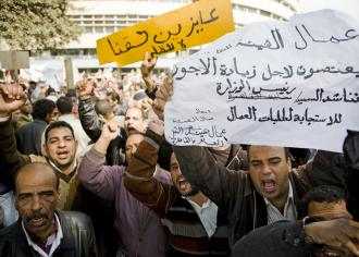 Striking public transit workers rally for their demands after Mubarak's downfall (Hossam el-Hamalawy)