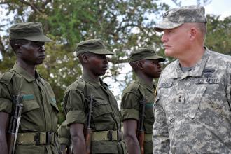 A U.S. major general inspects Ugandan troops (Brock Jones)