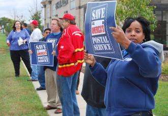 Unionists mobilize in defense of postal workers' jobs in Wisconsin (Rich Eddy)