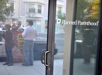 A Planned Parenthood clinic besieged by anti-choice protesters (Steve Rhodes)