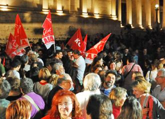 Crowds of SYRIZA supporters gathered in Syntagma Square in Athens to celebrate the election result (Adolfo Indignado Cuartero)