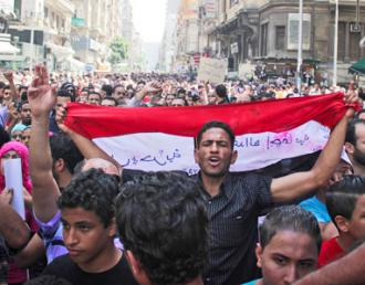 Protesters march from Tahrir Square on the day of the Mubarak verdict (Al Hossainy Mohamed)
