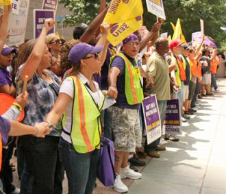 Houston janitors and their supporters rally for a living wage (Carrie Sloan)