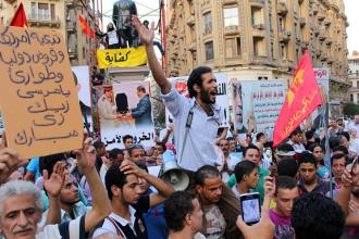 Protesters rally against Morsi's IMF deals and the detention of political prisoners (Gigi Ibrahim)