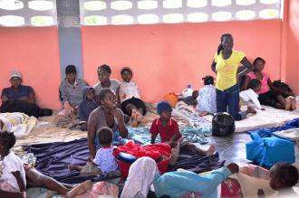People near Port-au-Prince stranded by storm damage (Chimen Lakay)