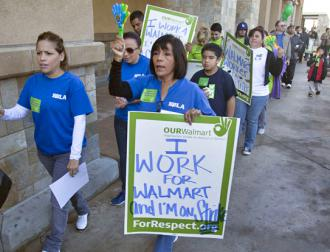 Workers and supporters picket outside a Wal-Mart in Southern California (Auerlio Jose Barrera)
