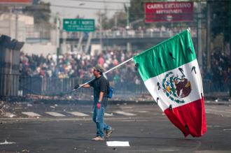 Mass protests greet the inauguration of Mexico's new President Enrique Peña Nieto (Eneas de Troya)