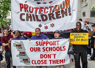 Students and parents on the march against school closures in Chicago (Sarah-ji)