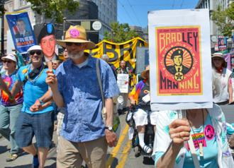 Marchers during San Francisco's Pride celebration called for Bradley Manning's release (Steve Rhodes)