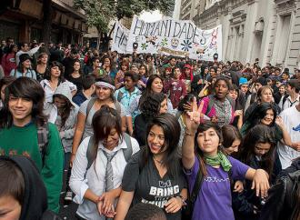 Chilean students flood the streets in a continuation of mass protests