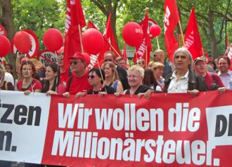 Tens of thousands defied police to march in the Blockupy Frankfurt demonstration (Loren Balhorn | SW)