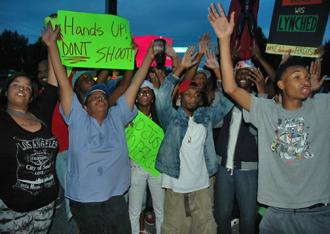 Residents gather in Ferguson, Mo., for an evening protest against police violence (Eric Ruder | SW)