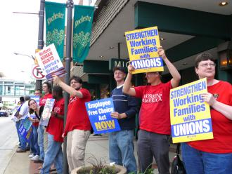 Minnesota labor activists demonstrate their support for EFCA (Laura Askelin)