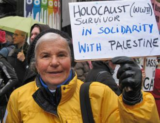 A Holocaust survivor shows her support for Palestinian rights (Portland Indymedia)