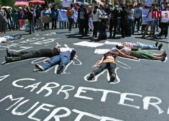 Supporters of the indigenous marchers rally in Cochabamba against the government's road project (Sarah Hines)