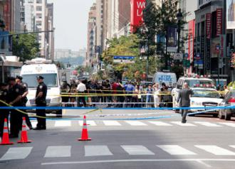 New York police block off the street after the shooting outside the Empire State building