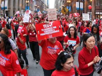 Thousands of Chicago Teachers Union members showed their determination during a downtown march (Ryan Nanni)