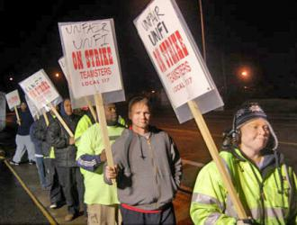 UNFI workers on the picket lines