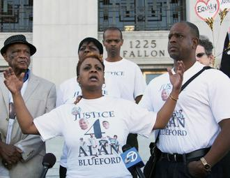 Alan Blueford&#039;s family and supporters at a protest outside the Alameda County Courthouse (IndyBay)