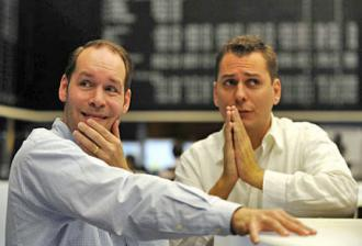 Worried traders on the floor of the Frankfurt Stock Exchange