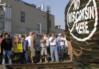 ILWU members and supporters rally in Longview