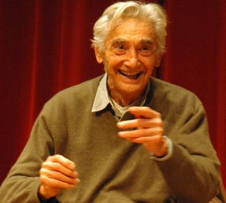 Howard Zinn speaks at the 2009 Campaign to End the Death Penalty convention (Eric Ruder | SW)