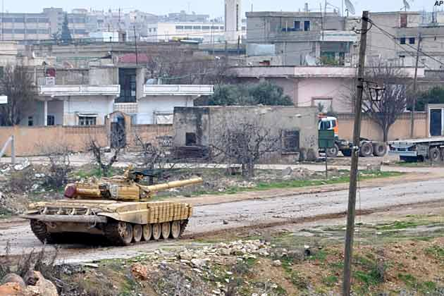 Tanks of the Syrian Armed Forces advance against Homs