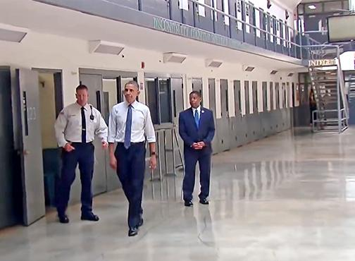 Obama visits a federal prison in El Reno, Oklahoma