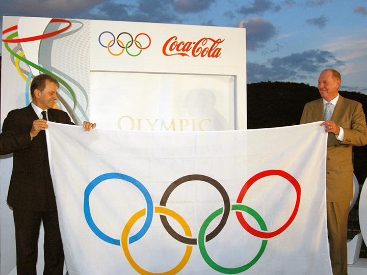 IOC President Jacques Rogge and Coca Cola CEO Neville Isdell hold the Olympic flag at the Great Wall of China in Beijing.