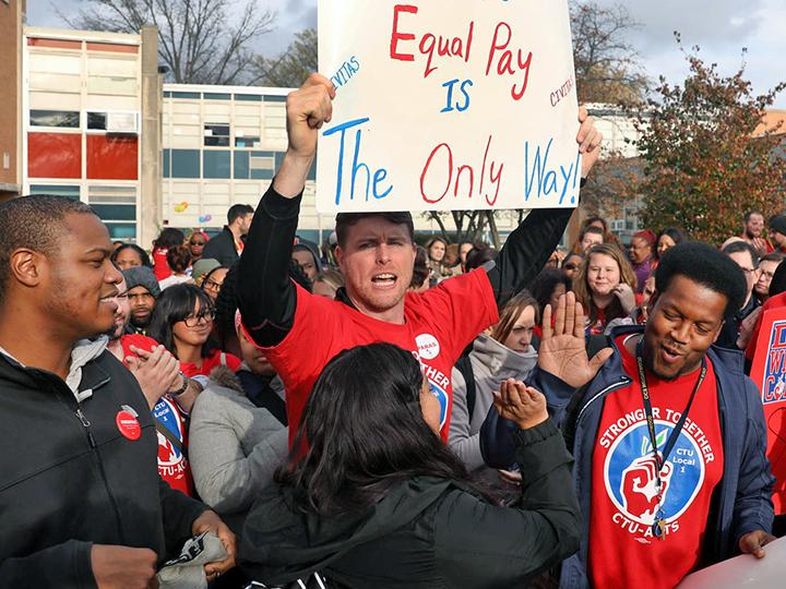 Charter school teachers rally for a fair contract in Chicago