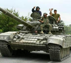 Georgian troops near the town of Tskhinvalli