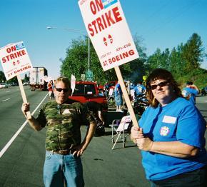 Don Grinde (left) on the Boeing picket line