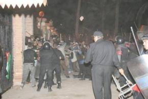 Egyptian riot police attack members of the Viva Palestina convoy